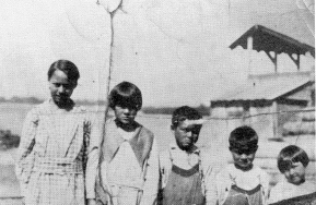 Sidney (pictured in the middle) shortly after the death of his mother. To his right are brother Jimmy and sister Marion.